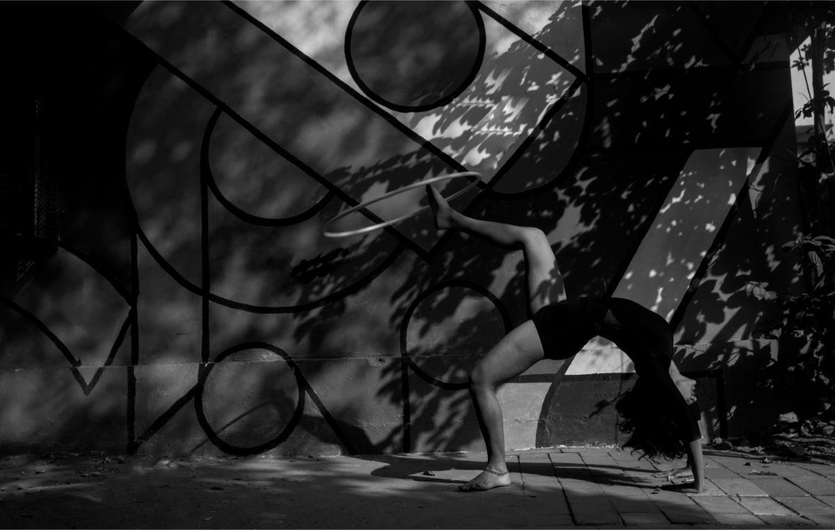 foot hooping shadow play graffiti dance chakrasana backbend