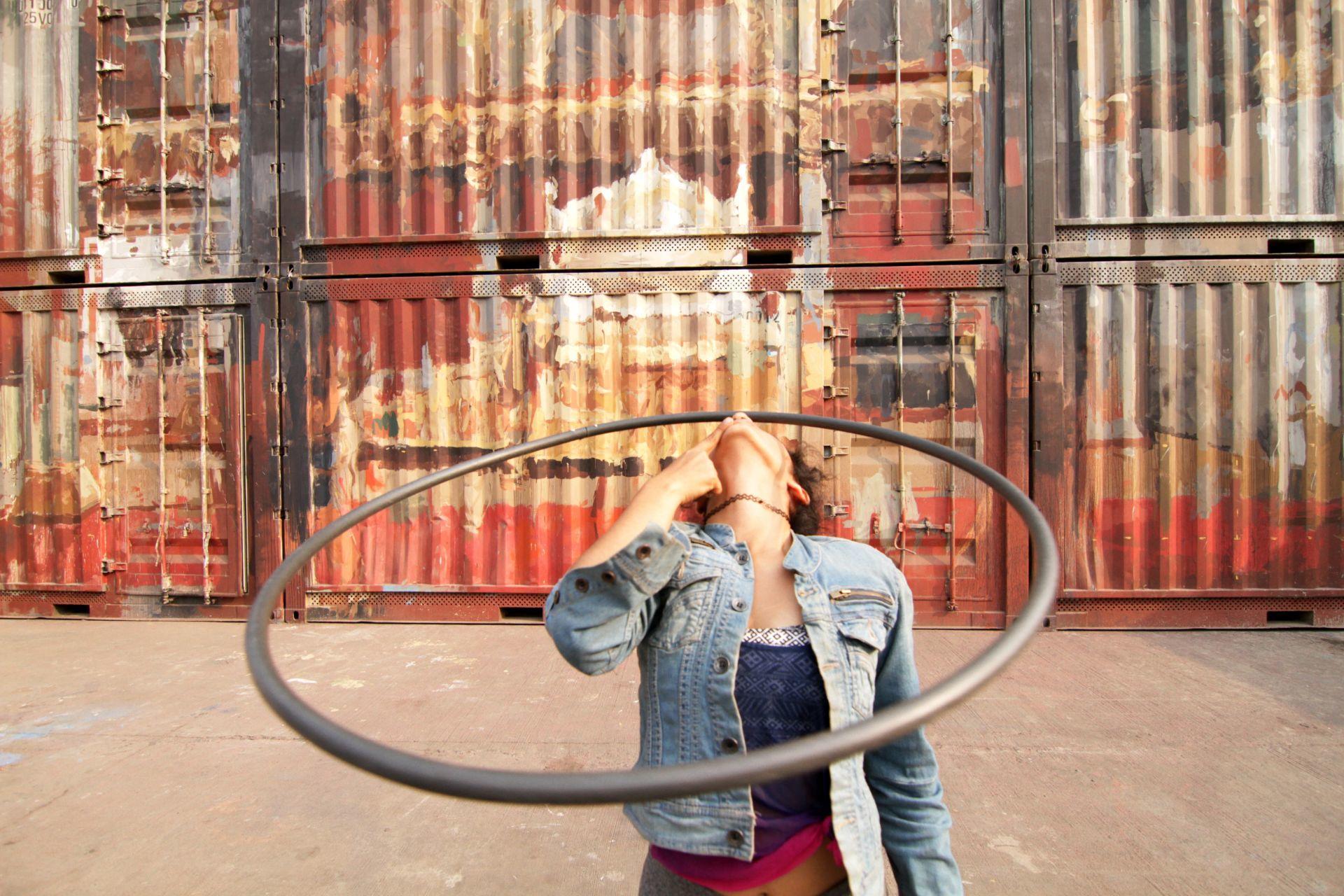 Hoop flow nose balance graffiti street art
